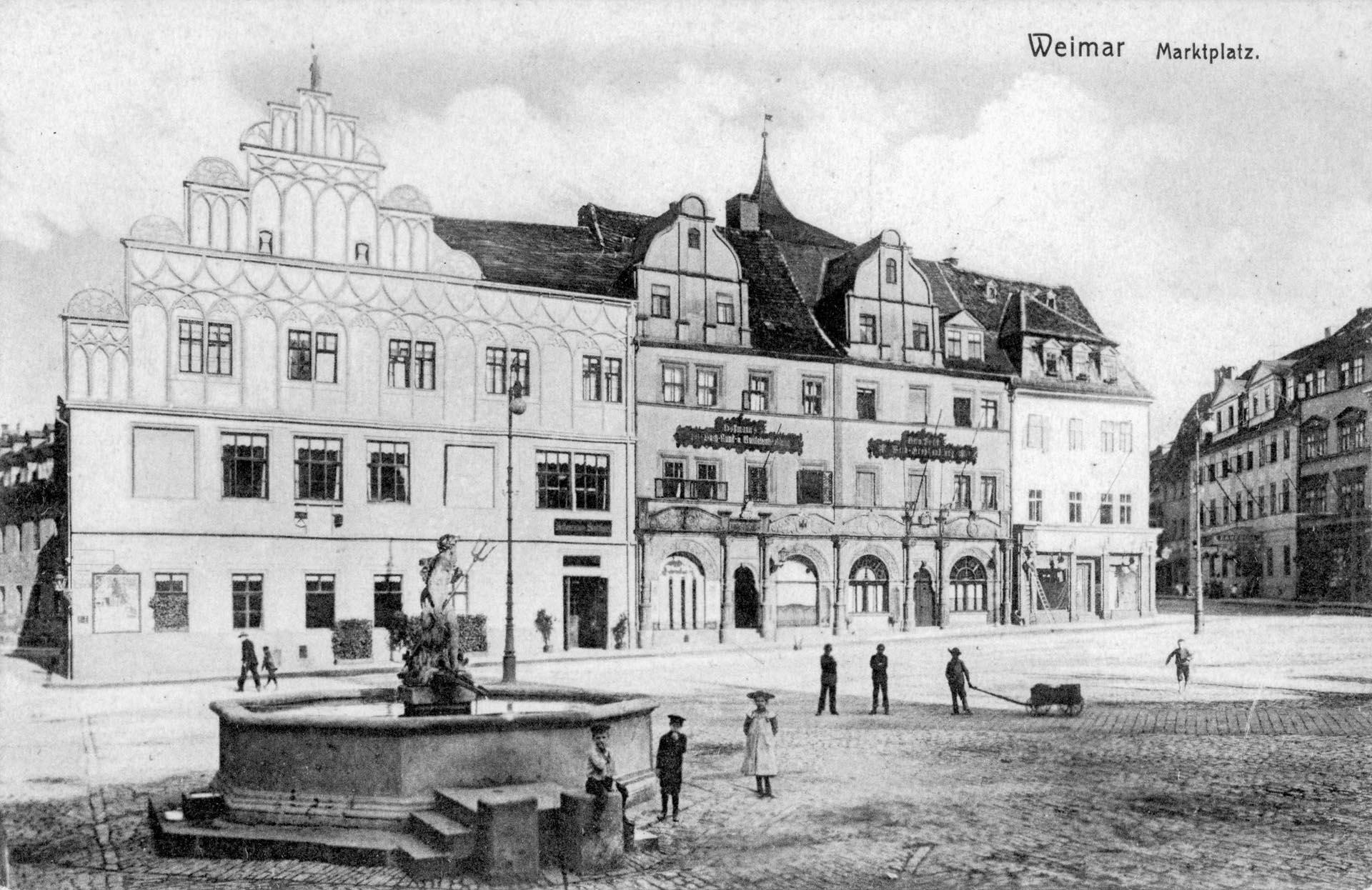 Marktplatz mit Neptunbrunnen