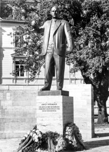 Platz der 56.000 mit Thälmanndenkmal um 1964