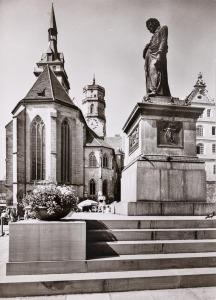Schillerdenkmal mit Stiftskirche
