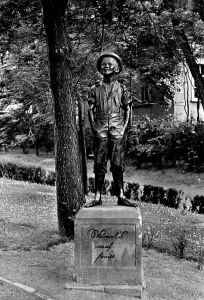 Denkmal des lachenden Jungen genannt Schusterjunge