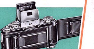 1957-Ihagee-Exakta Varex-in jeder Hand erfolgreich
